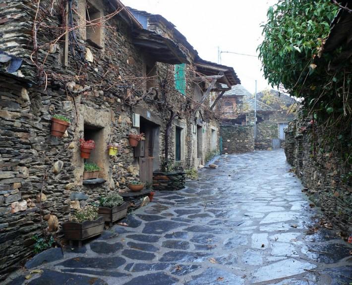 Objetivo pueblos negros al viento del ocej n - Casas de pueblo en guadalajara ...