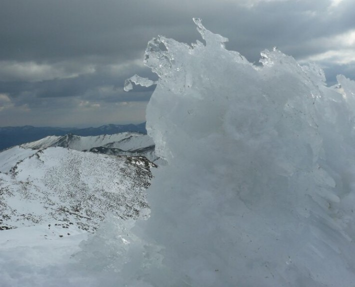 El frío y el viento hacen que se formen olas de hielo